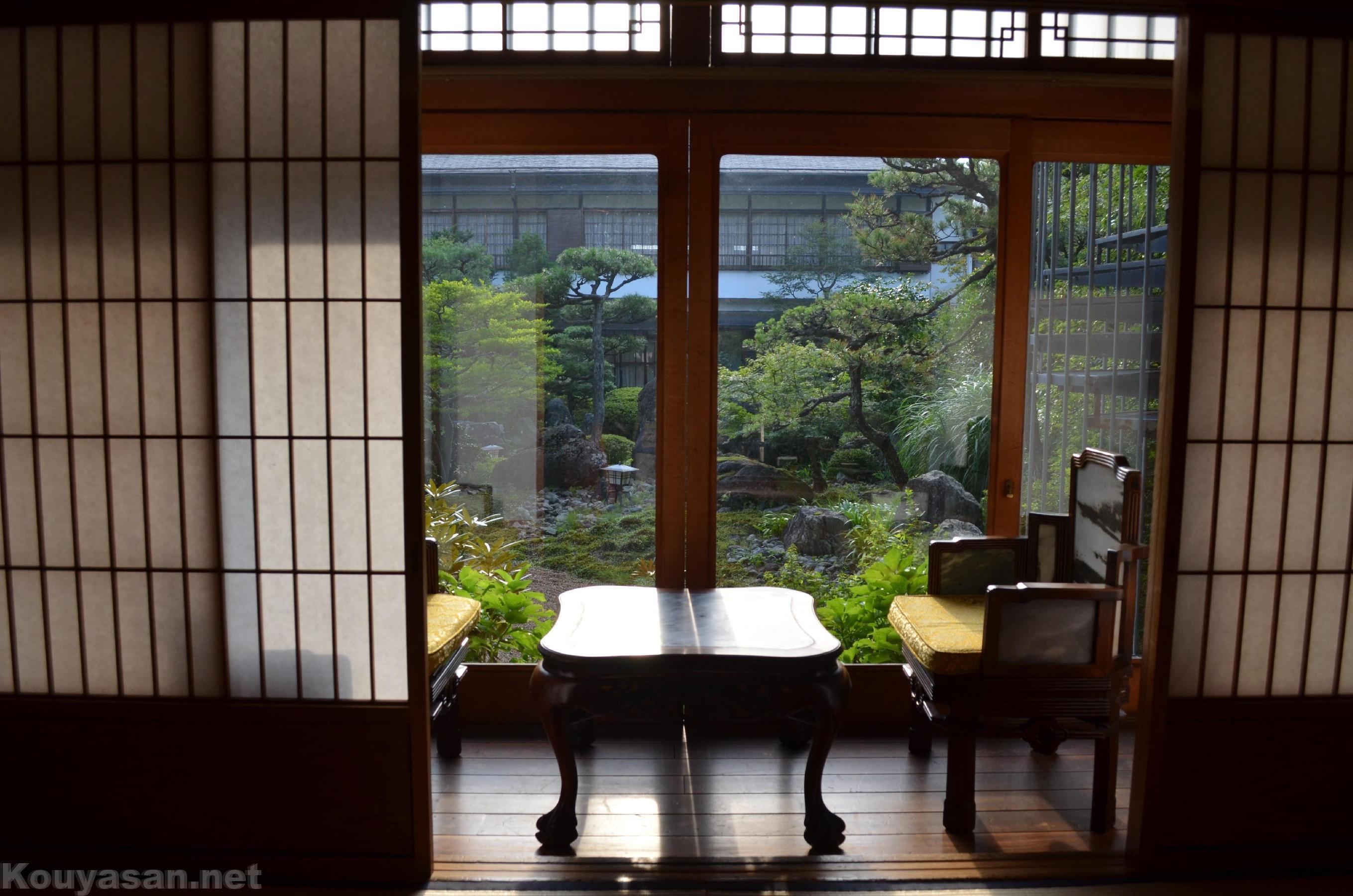 高野山持明院の部屋から眺めた庭