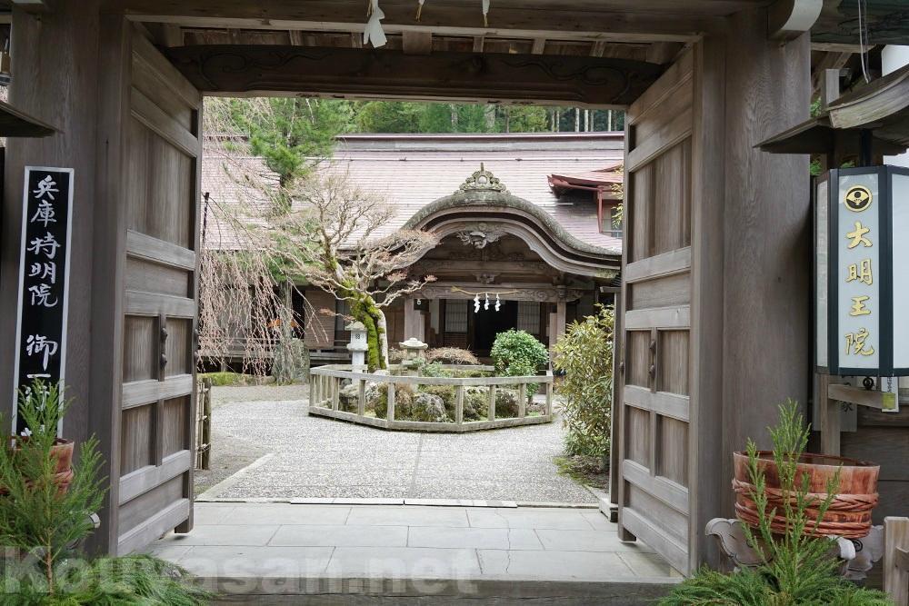 高野山の宿坊ガイド | 大明王院の歴史と魅力