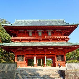 高野山 大門の歴史と見どころ | 国内で2番目に大きい金剛力士立像