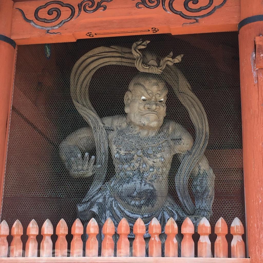 高野山大門金剛力士像(左)